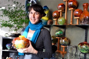 Kelly Howard, glass artist in Volta