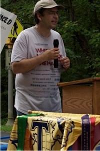 David Alexander orating aboard his rolling pallet jack lectern; photo by Jan Jackson
